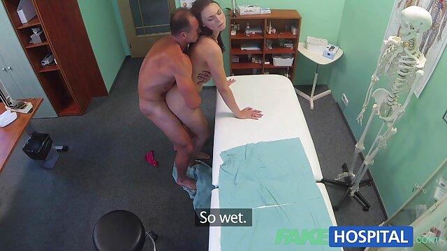 Beste porno keine Registrierung  Ebenholz hottie Aisia nimmt sex älterer frauen Marcs Schwanz in den Mund